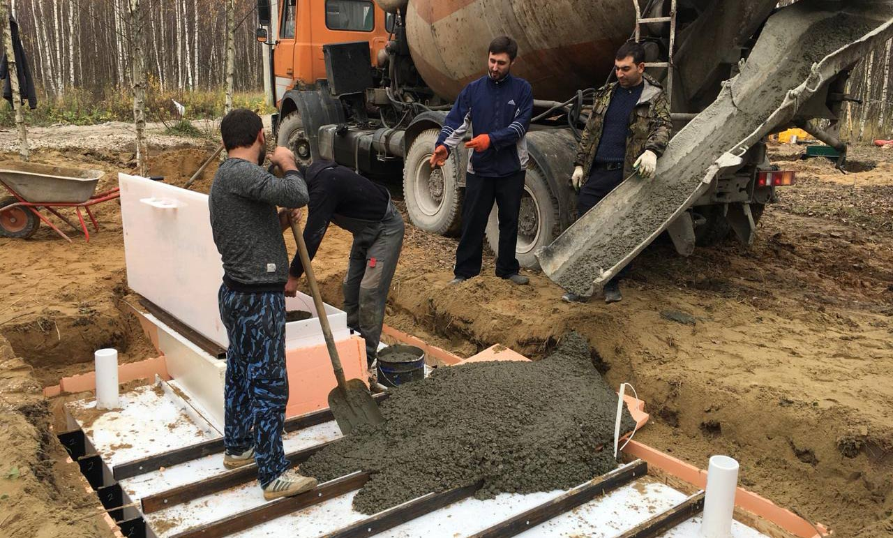 Заливка бетоном М300 в готовую опалубку.