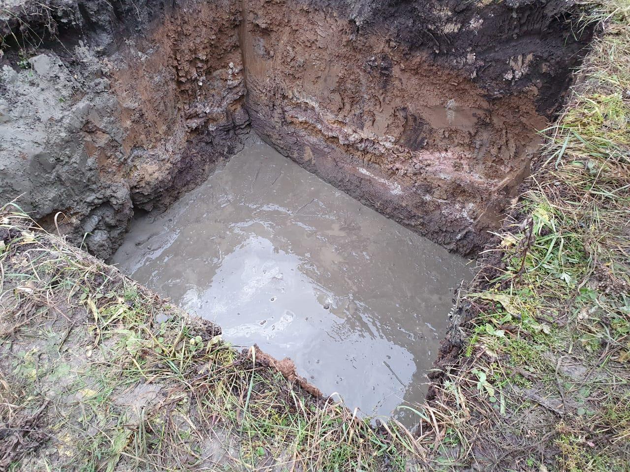 Заливка песко_цементной смеси на дно котлована